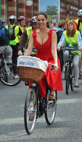 Kelly Brook  group ride