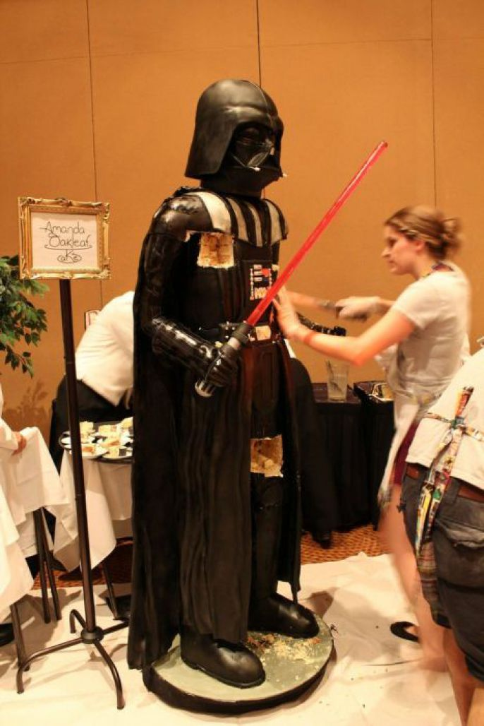 Amanda Oakleaf Cake Creates Crazy Life Sized Darth Vader Cake от Kaye за 18 sep 2012