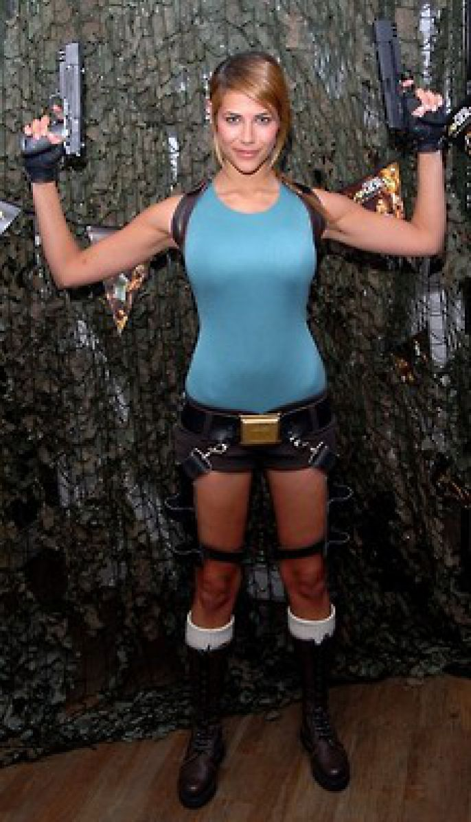 Tomb Raider Action Pose
