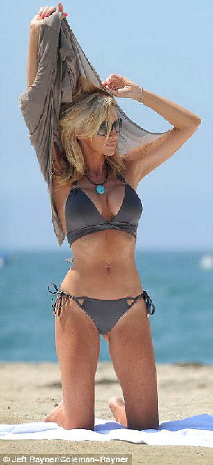 Camille Grammer: Looking Good от Veggie за 21 sep 2012