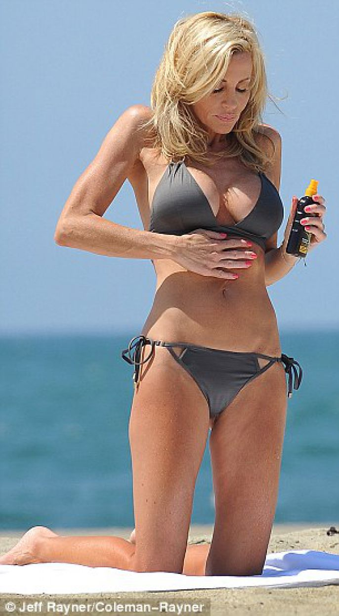 Camille Grammer putting on sunscreen