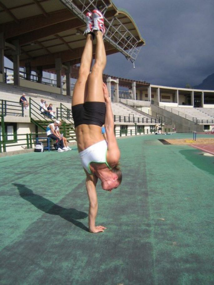 One Handed Hand stand