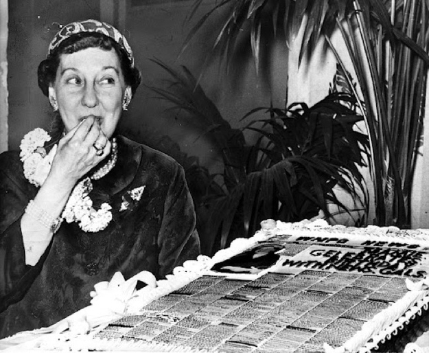 Mamie Eisenhower with a newspaper cake