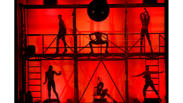 "The backdrop of the show resembled the ""Cell Block Tango"" scene from Chicago."