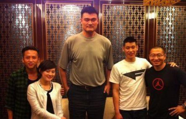 Yao Ming is trully larger than life!!! от mick за 05 oct 2012