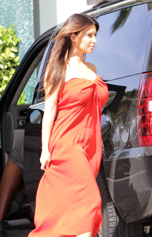 Kim Kardashian In Lanvin ...Without A Bra от Helen за 08 oct 2012