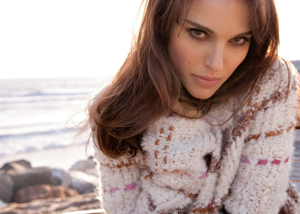 natalie portman sexy winter sweater
