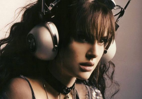 natalie portman wearing headphones