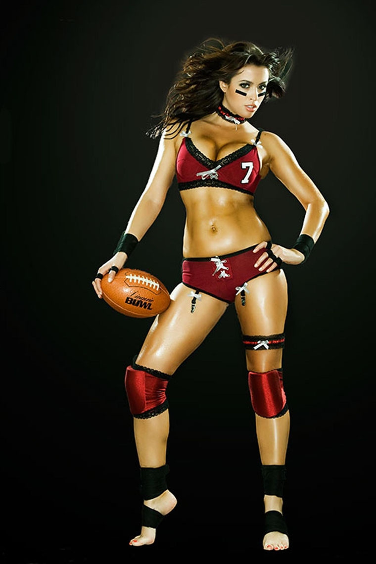 Women Who Play With Footballs от mick за 08 oct 2012