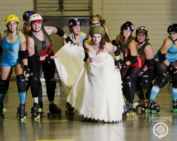 Wierd Roller Derby Bridal Shoot от Veggie за 08 oct 2012