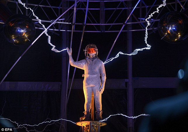 David Blaine Stands Three Days Amidst a Million Volts of Electricity от Helen за 09 oct 2012