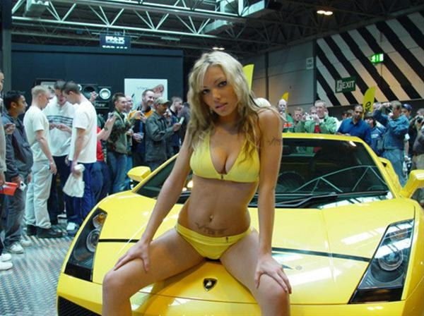 Smoking Hot Babes and Striking Cars от mick за 12 oct 2012