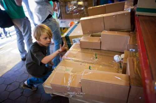 Kid builds an elaborate arcade out of cardboard boxes  от Veggie за 17 oct 2012