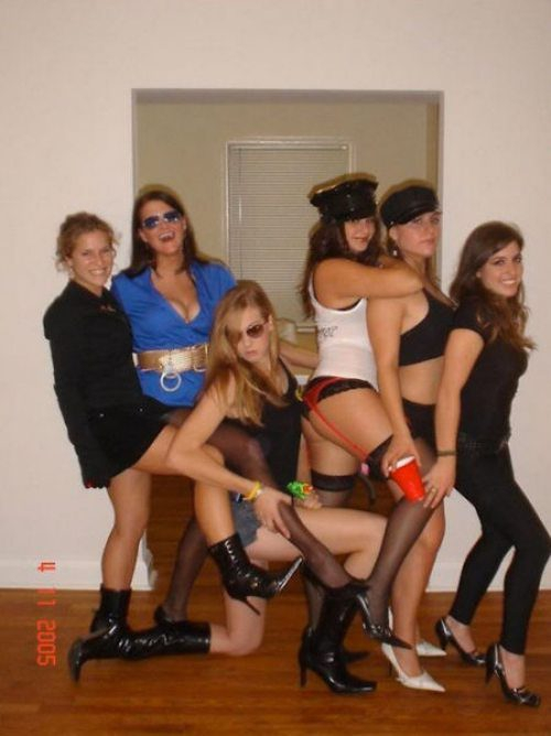 College girls love to play cats or cops for their Halloween costumes  от Veggie за 29 oct 2012