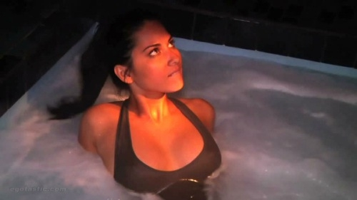Olivia Munn in the Hot Tub  от Veggie за 29 oct 2012