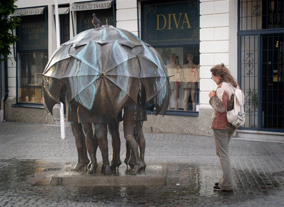 10 Bizarre Fountains