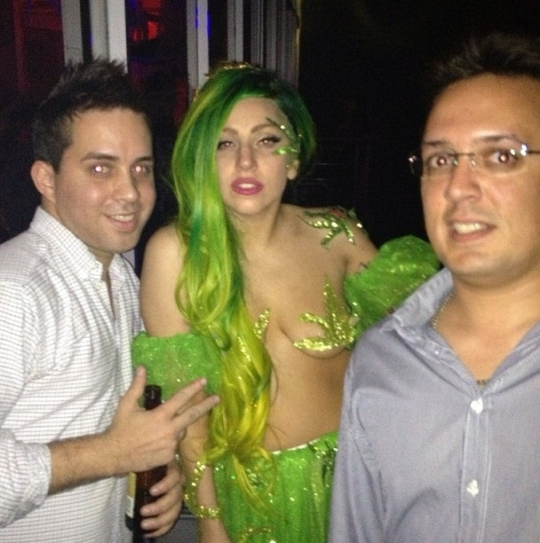 Lady Gaga Goes as Queen Cannabis for Halloween от Kaye за 01 nov 2012