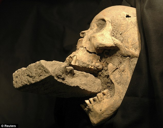 Vampire Skeletons Unearthed in Bulgaria от Kaye за 06 nov 2012