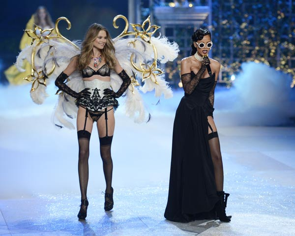 Photo Highlights the Victoria's Secret Fashion Show 2012