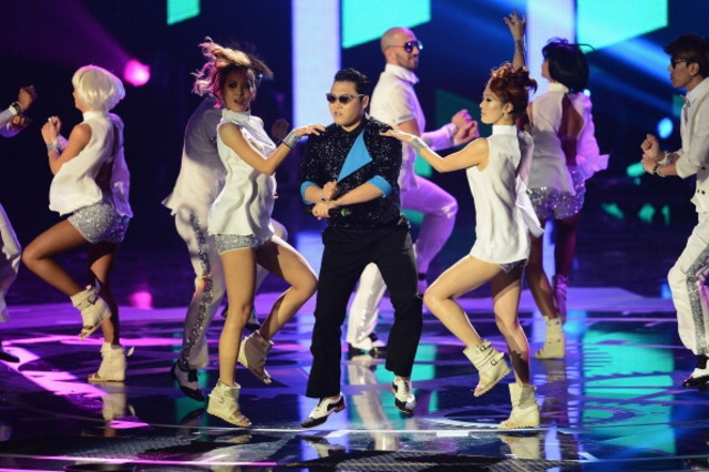 "Heidi Klum And Psy Do ""Gangnam Style"" For The MTV EMAs от Veggie за 12 nov 2012"