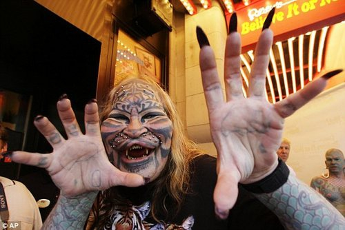 Stalking Cat Dennis Avner Found Dead at Home от Kaye за 13 nov 2012
