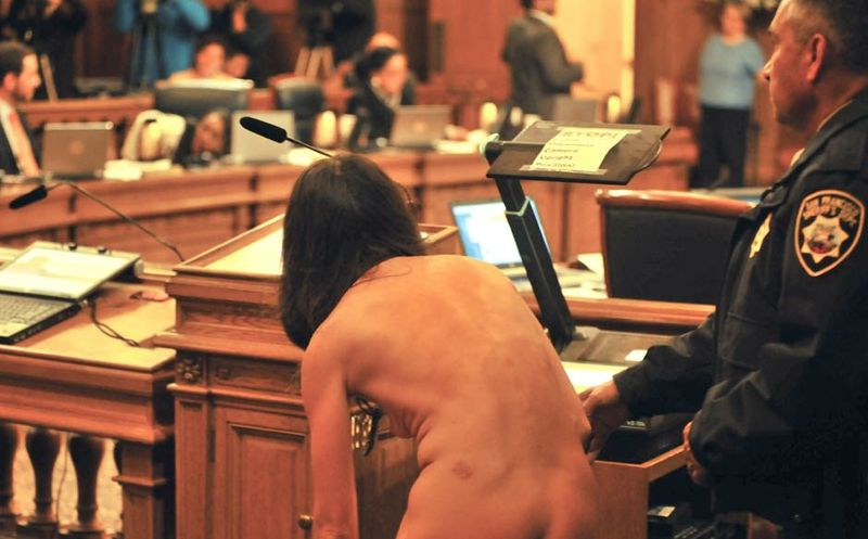 Naked in Court от Helen за 28 nov 2012