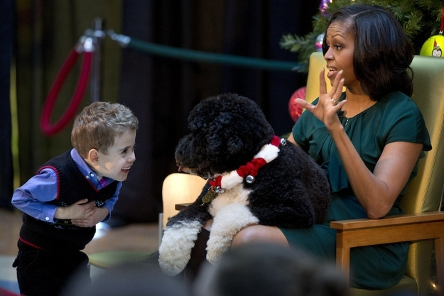 "Michelle Obama Reads ""Twas The Night Before Christmas"""