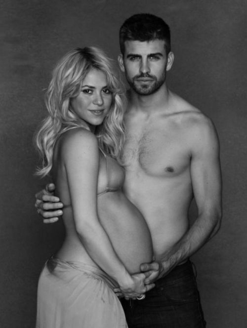 Pregnant Shakira Shows Her Pregnant Belly