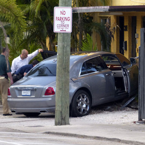 Rick Ross crashes car after gunshots fired от Helen за 29 jan 2013