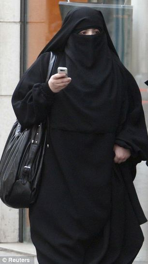 Niqab-wearing attacker threw acid in the face of a girl