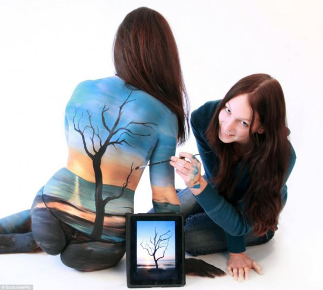 An Amazing Body Painting by Gesine Marwedel
