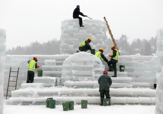 New York inmates help build ice palace in Adirondacks