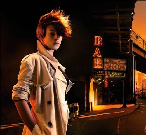 La Roux Is still doing the Weird Hair thing...