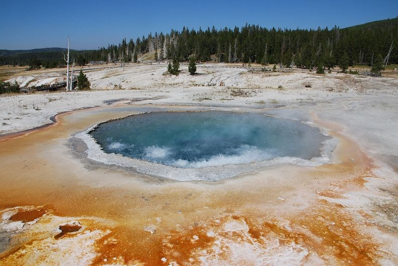10 Beautiful Hot Springs of Yellowstone National Park