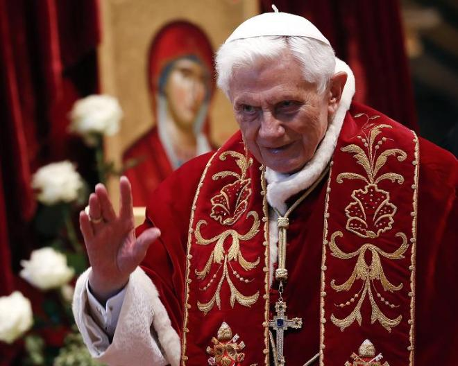 HOLY SMOKES! Pope Benedict XVI Calls it QUITS.  от Veggie за 11 feb 2013
