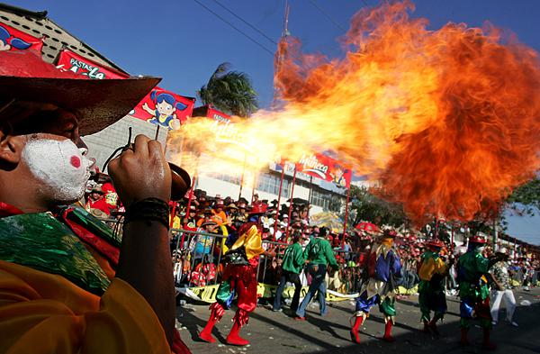 Float Catches Fire and Kills Four People at Brazilian Carnival in Sao Paulo от Marinara за 12 feb 2013