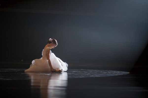 Intimate & Behind The Scenes Photos From 'Black Swan'
