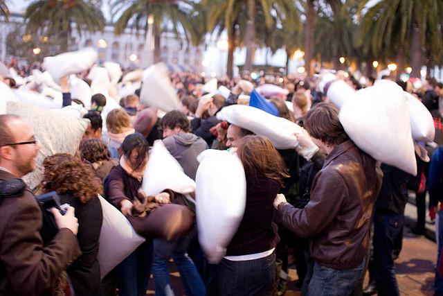 Annual Pillow Fight in San Francisco:) Another Way to Celebrate Valentines Day от Marinara за 15 feb 2013