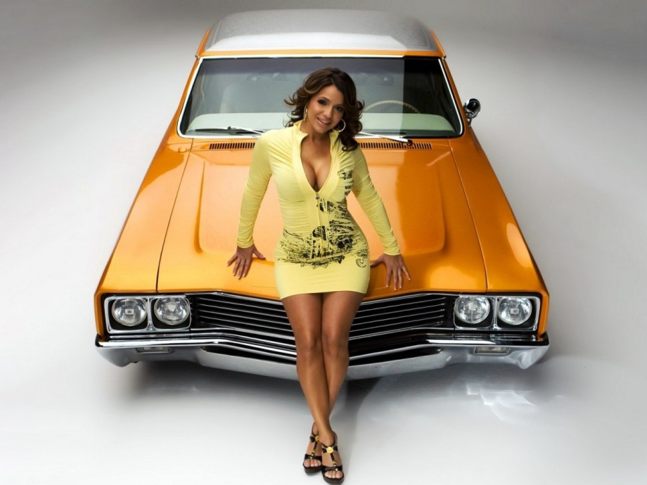 Wanna see some hot girls with cars? Of course you do