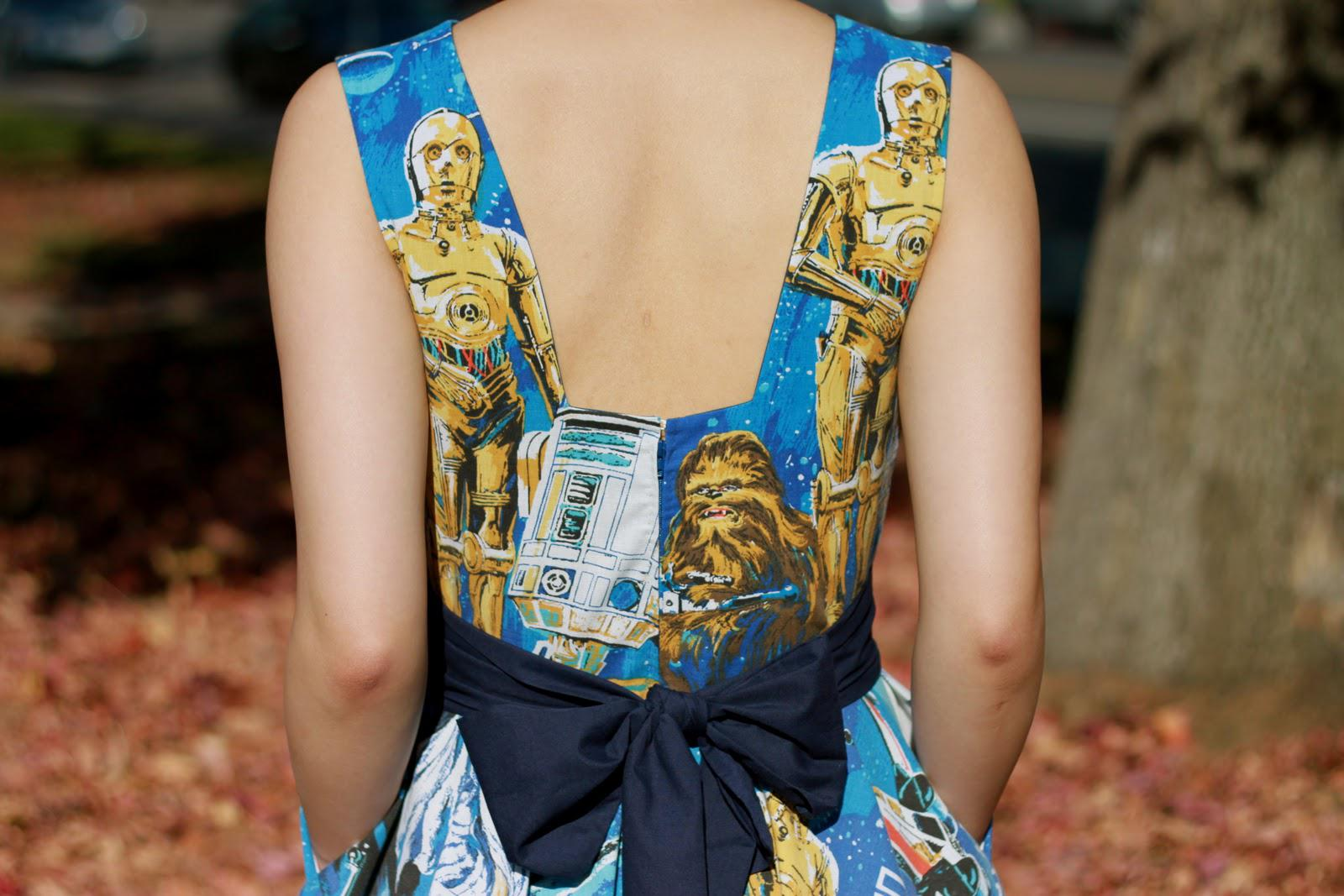 C3PO Dress for Your Geeky Girlfriend от Marinara за 24 feb 2013