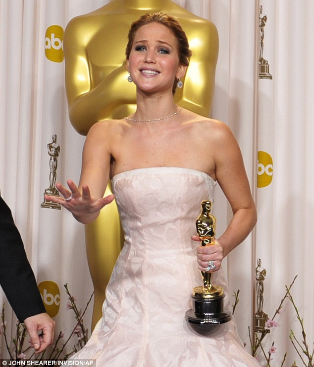 Jennifer Lawrence trips and falls at Oscar 2013