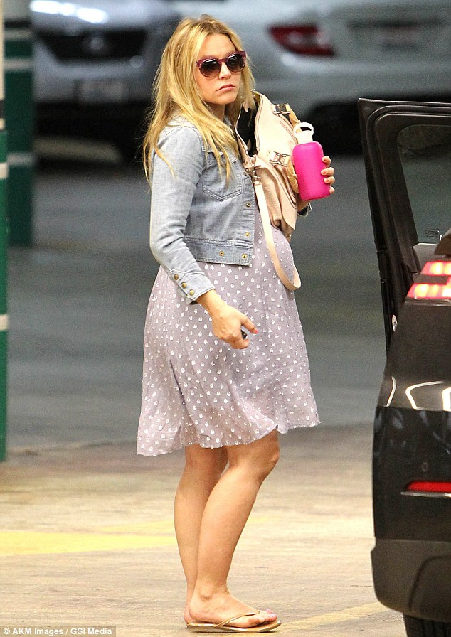 Kristen Bell takes a fashionable approach to maternity wear