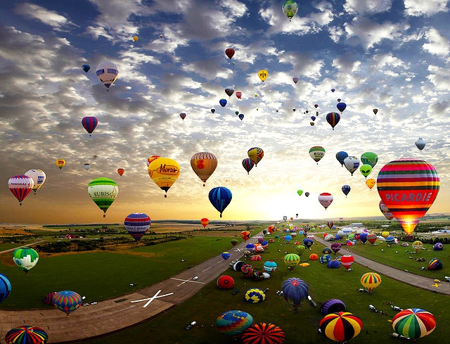 343 Hot Air Balloons Launched At Once