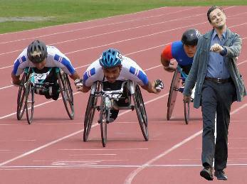 Wheel Chair Racing Leonardo DiCaprio Strutting