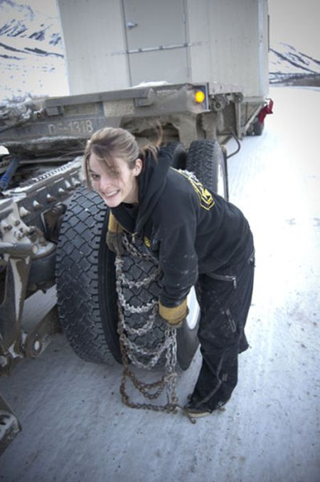 Lisa Kelly Putting On Snow Chains