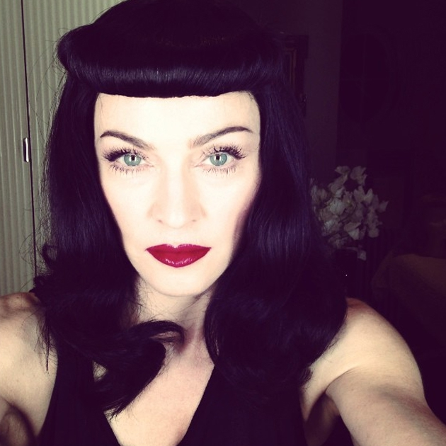 Madonna takes a selfie on twitter