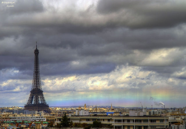 A horizon rainbow in Paris