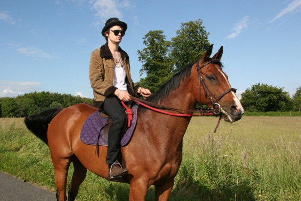 10 Pictures of Musicians on Horses