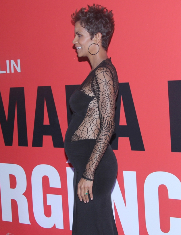 Halle Berry & Her Baby Bump at 'The Call' Movie Premiere