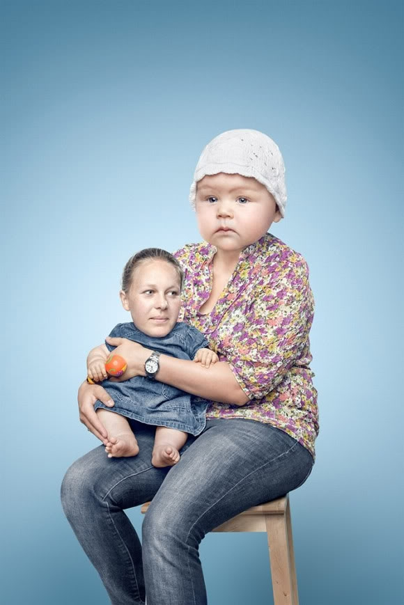 Hilarious Photo Swaps of Parents and Their Babies